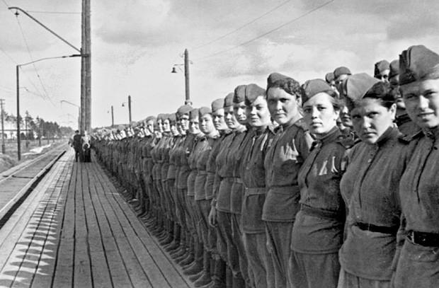 Девушки-снайперы перед отправкой на фронт. Фото: topwar.ru
