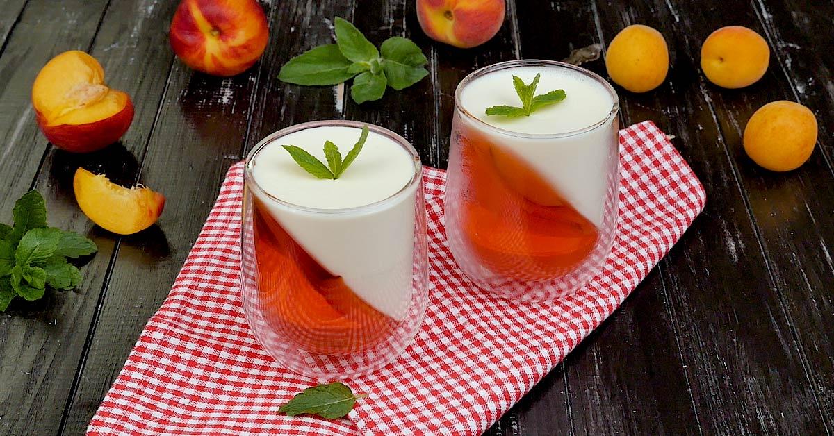 Двухслойное желе в стакане с персиками десерты,желе