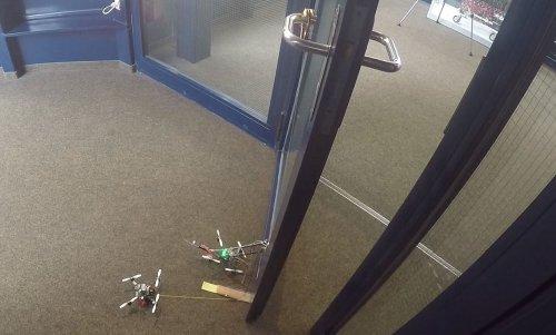 Роботы FlyCroTugs