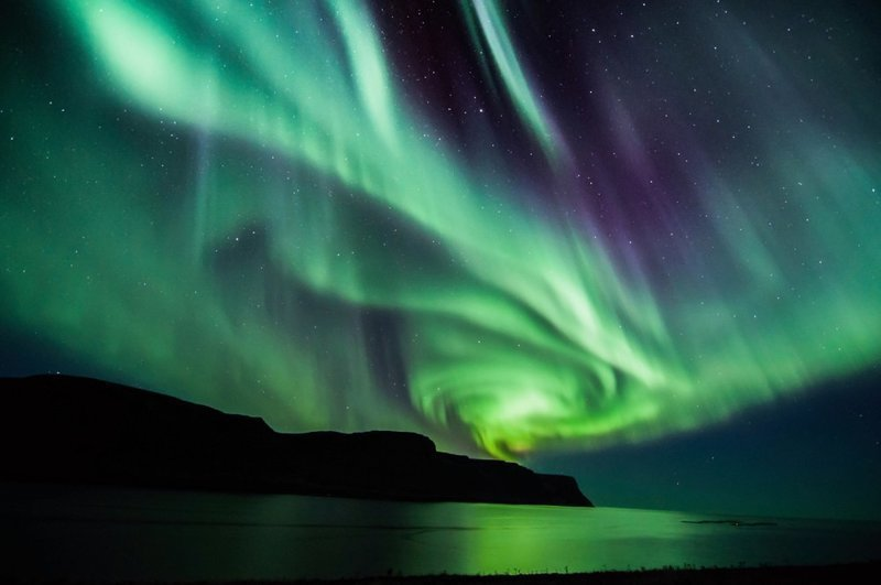 Камера засняла фееричный танец северного сияния над Лапландией атмосфера, видео, красиво, лапландия, необычные явления, природа, северное сияние, северные пейзажи