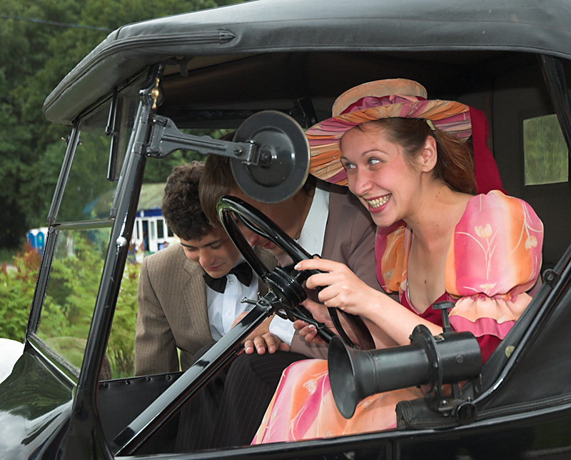 Картинка смешная женщина за рулем