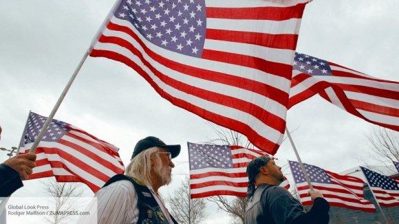 Мы запрограммированы на русофобию: Памела Андерсон об отношении американцев к русским