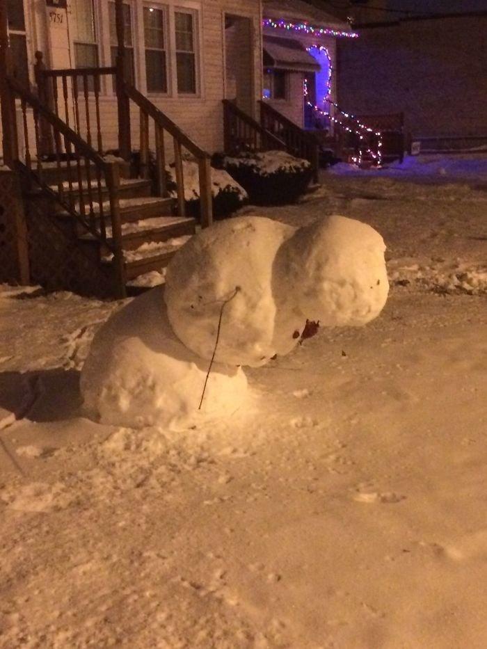 Снеговик против всемирного тяготения всемирное тяготение, забавно, закон гравитации, истории в картинках, неожиданно, против законов физики, удивительно, удивительное рядом