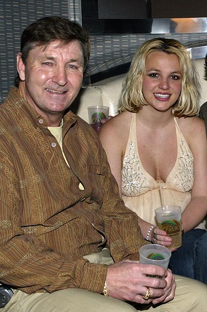 Отец Бритни Спирс заявил, что его дочь страдает деменцией Новости