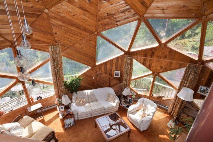 В купол можно вмонтировать много окон. | Фото: happymodern.ru
