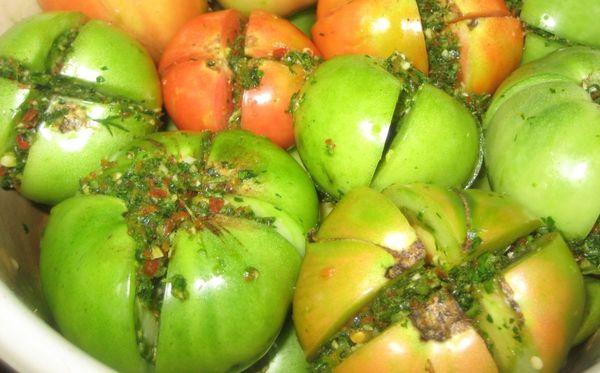 Зеленые помидоры на зиму пальчики оближешь.
