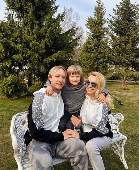 Как Яна Рудковская борется с клеветой в СМИ из-за статьи о сыне: суд и поддержка звездных друзей Звездные дети