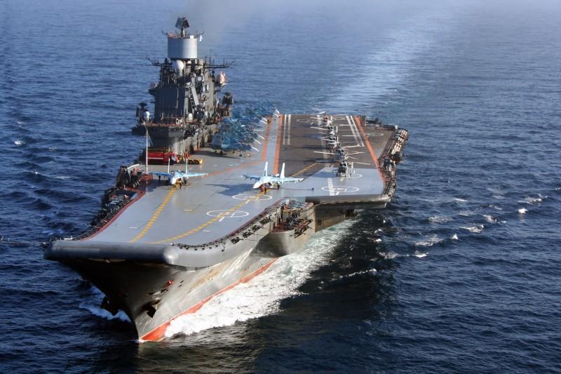 "Кран повредил корпус и палубу ""Адмирала Кузнецова"""