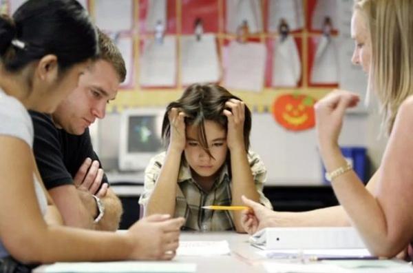 Васильева призвала родителей не обсуждать в семье школьных учителей