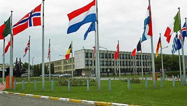 """Минобороны: НАТО """"докатилась до абсурда"""", увидев РФ на своем пороге"""