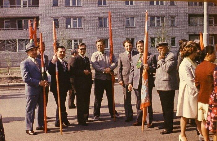 Некоторые предположили, что на большинстве снимков — Казахская ССР барахолка, в мире, геолог, клад, люди, ностальгия, фото, чемодан