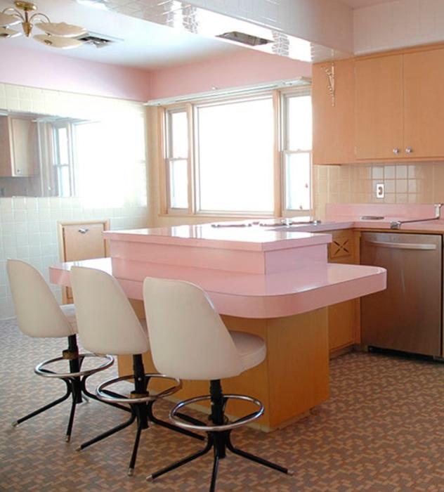 Розовая мебель и интерьер в бледно-розовых тонах стали писком моды в 50-х годах XX века. | Фото: boligmagasinet.dk.