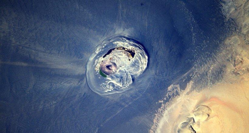 Оазис, засыпанный вулканичес…