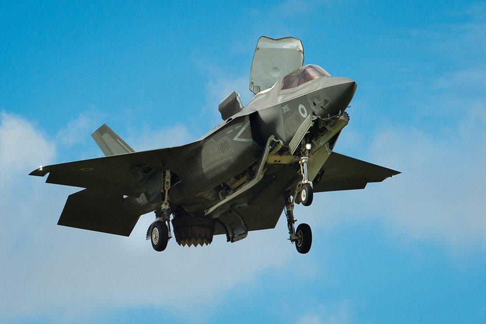 Не долетит до цели: F-35C раскритиковали за малый боевой радиус