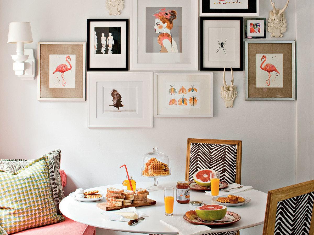Фотография: Кухня и столовая в стиле Эклектика, Советы, Картины, настеннный декор, как развесить картины в гостиной – фото на InMyRoom.ru