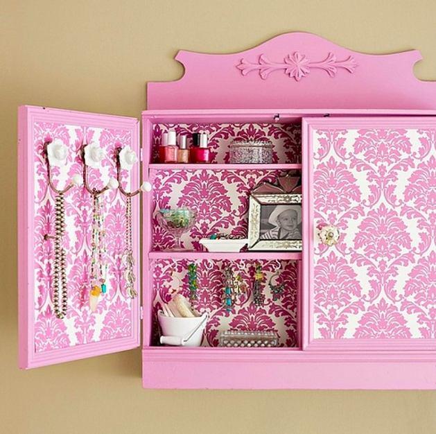 Мебель и предметы интерьера в цветах: желтый, белый, розовый, коричневый, бежевый. Мебель и предметы интерьера в стиле классика.
