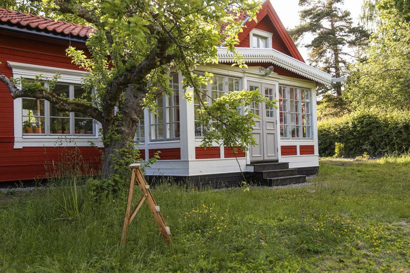 Очаровательный домик со стеклянной верандой: уют, тишина и гармония в одном месте
