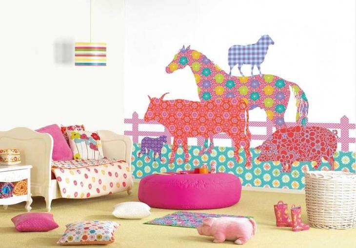 Декор стен в детской из обоев
