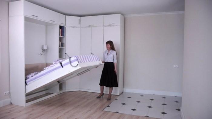 Откидная кровать-трансформер встроенная в мебельный гарнитур. | Фото: youtube.com.