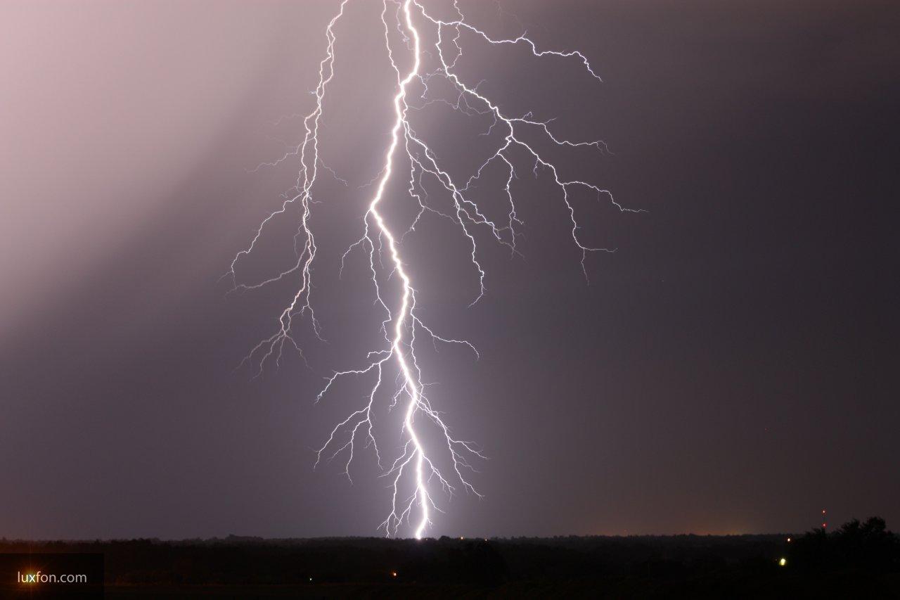 В Бурятии молния ударила в автомобиль во время движения