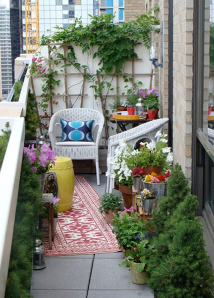 outdoor-furniture-balcony-with-flower-decor
