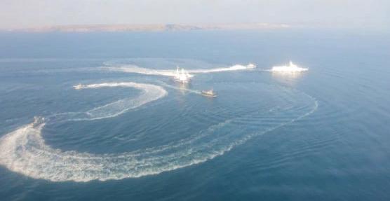 Российские боевые вертолеты отогнали украинские катера от Крымского моста