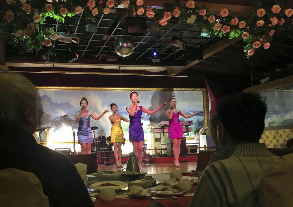 Пачка свежих снимков из Китая, который всё-таки очень странный