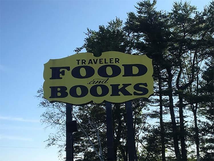 В США существует ресторан, который вместе с блюдом отдаёт книгу в мире, еда, жизнь, забавно, книга, люди, ресторан
