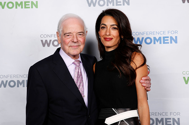 Амаль Клуни выступила на конференции о правах женщин вместе с отцом своего мужа Джорджа