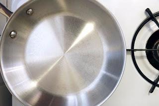 Чистим до блеска: экосредство для металлической посуды