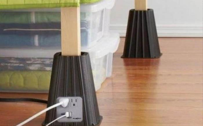 Розетки на ножках кровати гаджет, изобретение, полезное