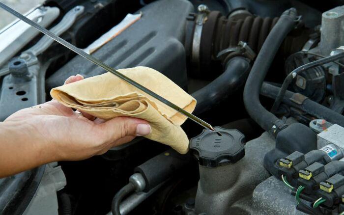 4 признака, по которым за пару минут легко выявить автомобиль с изношенным мотором автомобили,водители