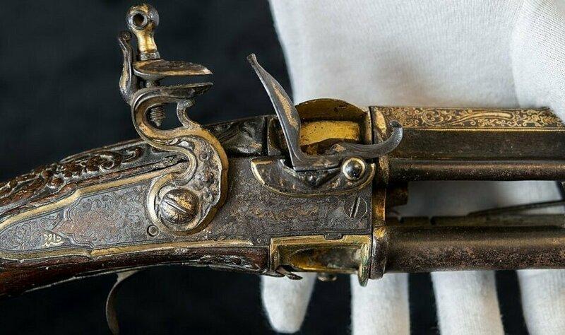 Бесценные артефакты на чердаке: британская пара нашла сокровища Индии 1799 года артефакты, в мире, клад, находка, повезло, сокровища, чердак