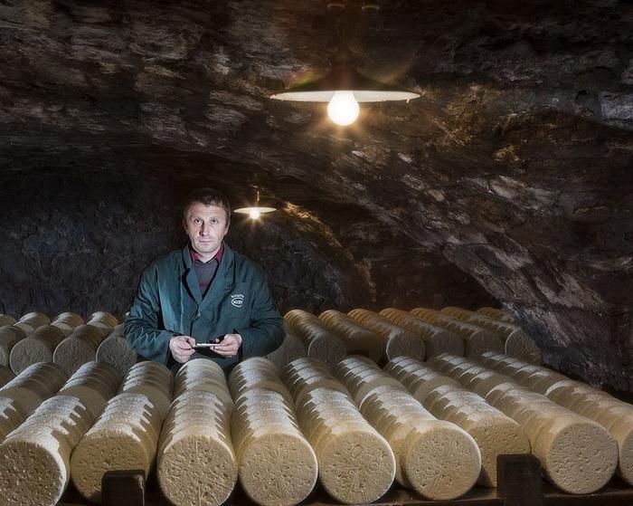 Процесс производства во Франции сыра рокфор по старинным рецептам Путешествия