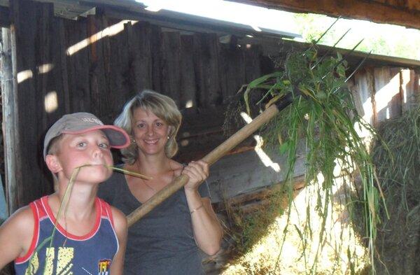 Жена с сыном помогают бабушке.