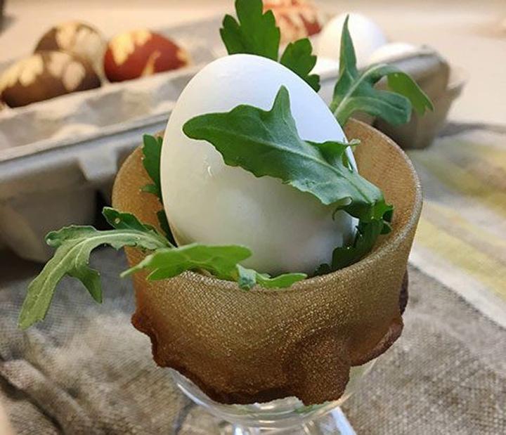 Необычное окрашивание яиц на Пасху подручными средствами рукоделие,своими руками,сделай сам