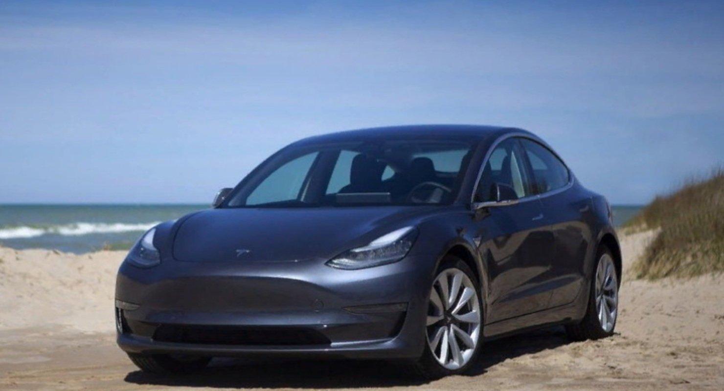 Tesla снизила цены на базовые Tesla Model Y и Model 3 Автомобили