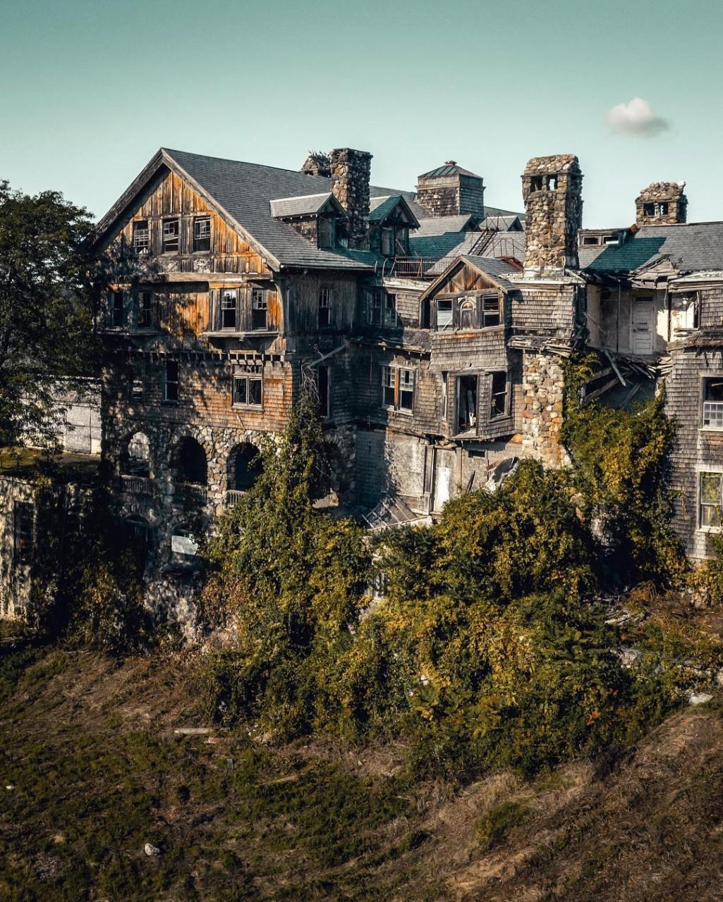 картинки загадочных домов современный район