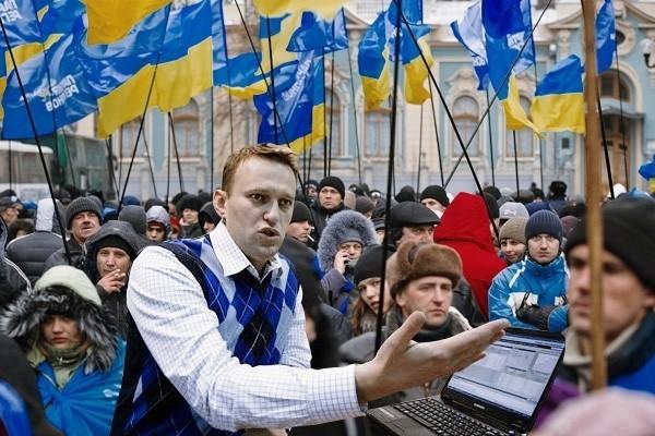 Несбыточные мечты: Навальный грезит о Майдане в России