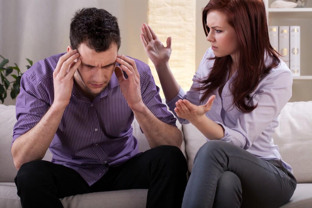 Жена находит своего мужа с другой шлюхой