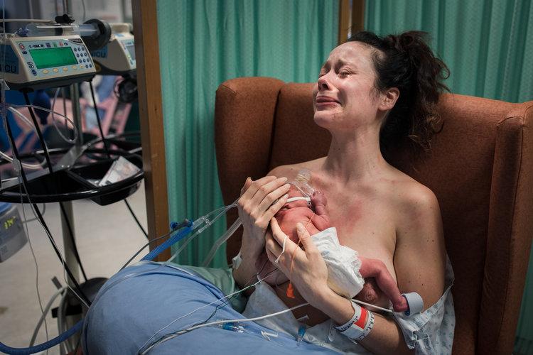 7 честных снимков родов, которые немного пугают дети