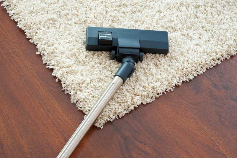 Как почистить ковёр, не тратя на это целый день: 7 лучших советов