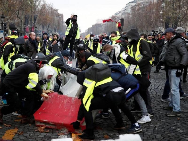 Франция обвиняет другие страны в протестах «Желтых жилетов»