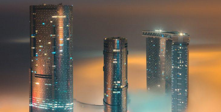 Фантастический город в тумане