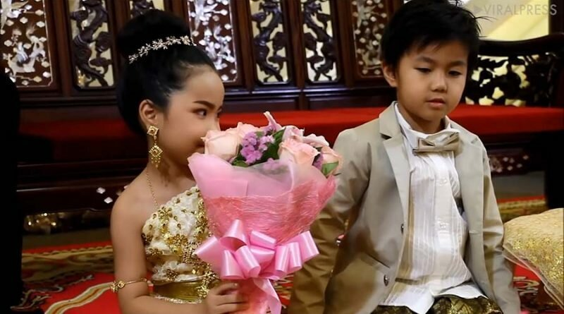 В Таиланде родители поженили близнецов, так как брат и сестра были возлюбленными в прошлой жизни брат, в мире, дети, история, люди, обычай, свадьба, сестра