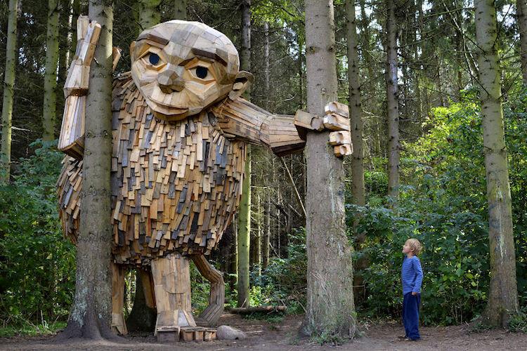 В парках Копенгагена поселились удивительные деревянные великаны