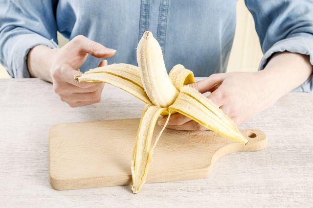 Спасает от депрессии, вызывает боль в животе? О пользе и вреде бананов