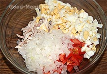 Салат с кальмарами и луком