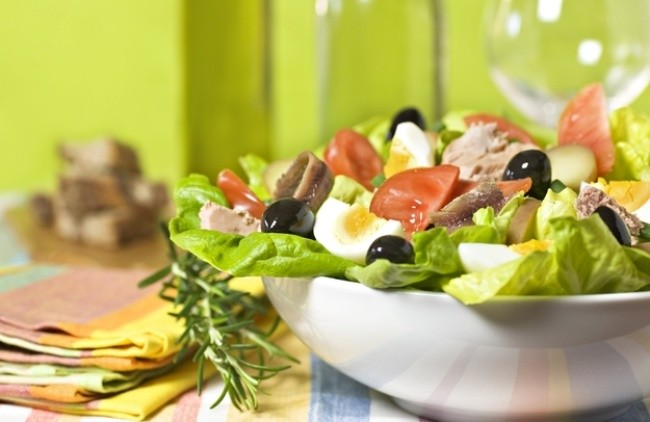 8 вкуснейших салатов, которые так и просятся на новогодний стол