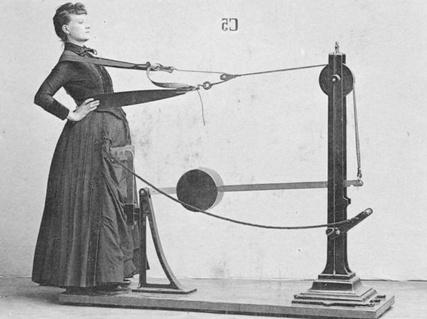 6 грустных фото о том, как тяжело было женщинам ухаживать за собой в XX веке